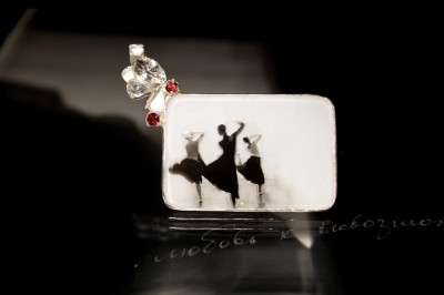 brooch-10-balet-silver-garnet-fanigina