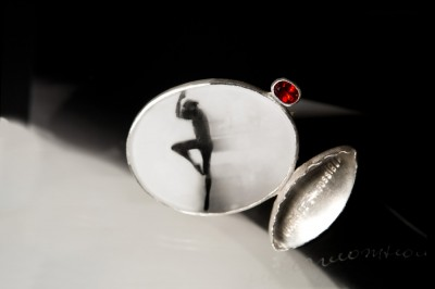 brooch-13-ballet-amour-de-impossible-fanigina