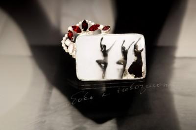 brooch-4-ballet-garnets-vintage-fanigina