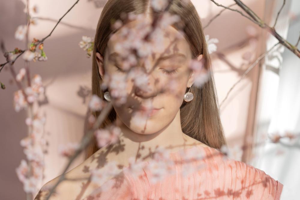 sakura-verba-earrings-japanese-model-main